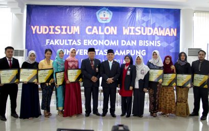 Yudisium FEB Unila, Perum Bulog Gives Scholarship