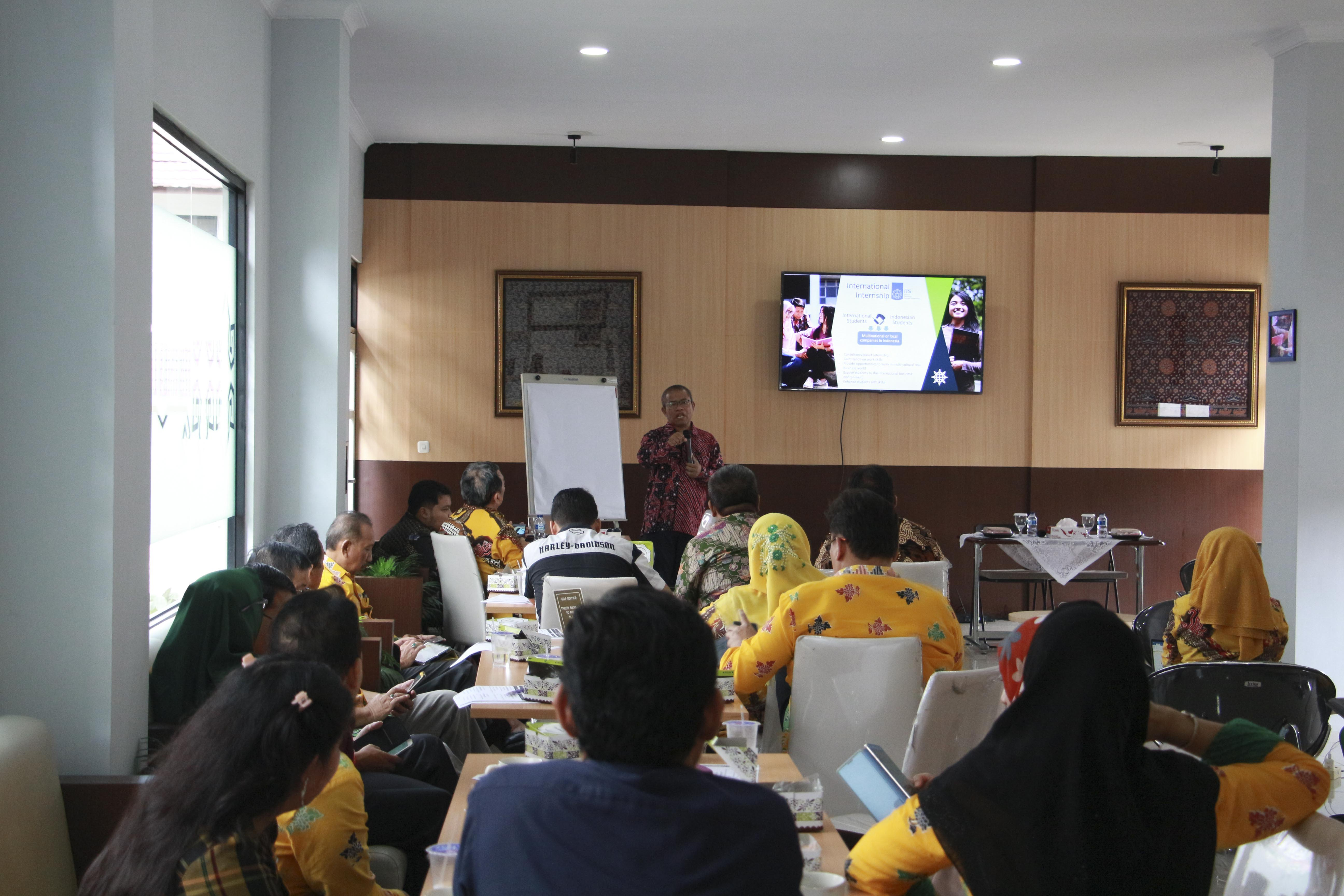 FEB Gelar Workshop Perkuliahan Kewirausahaan