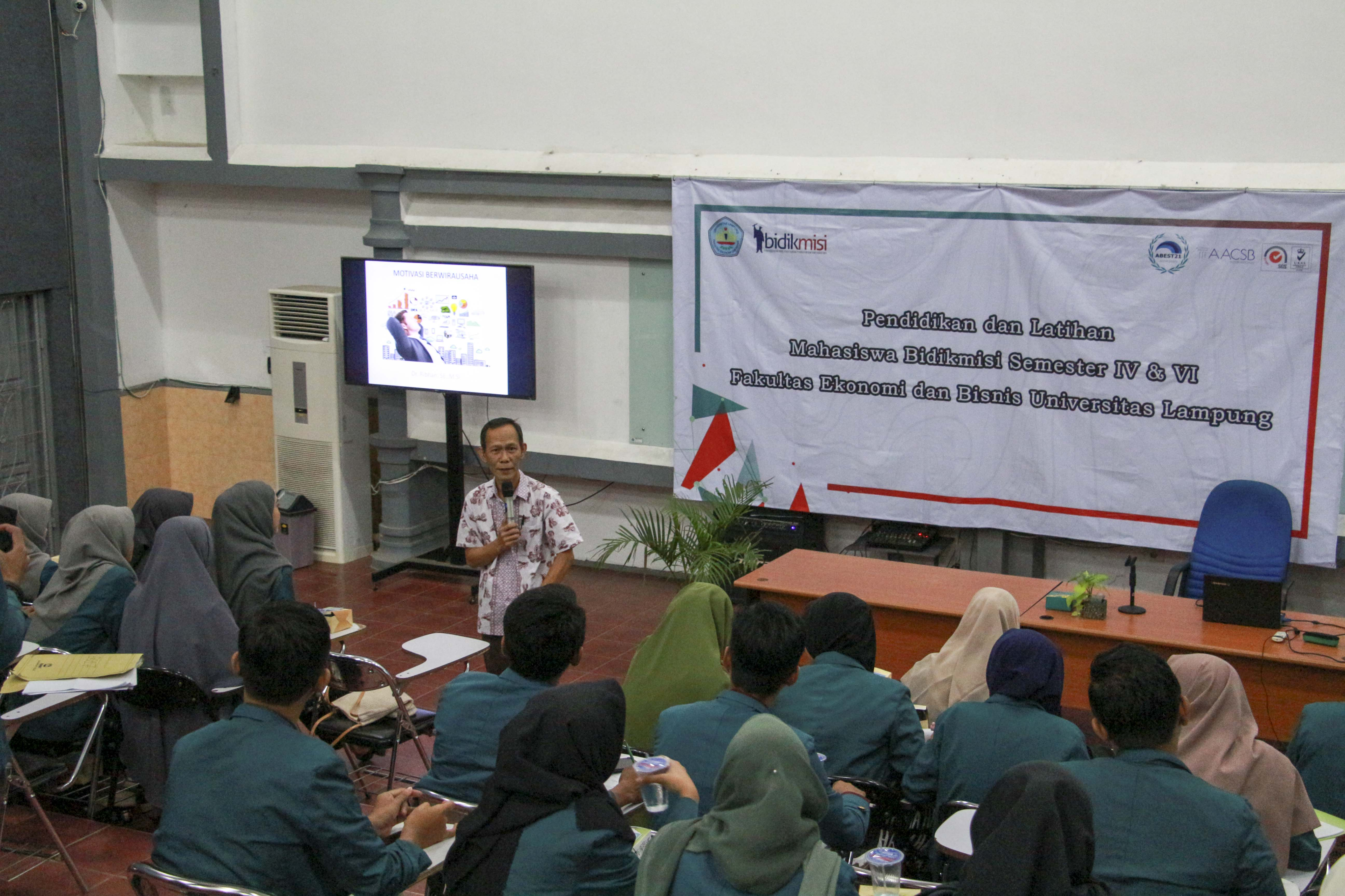 FEB Unila Provides Training for Bidikmisi Recipient Students