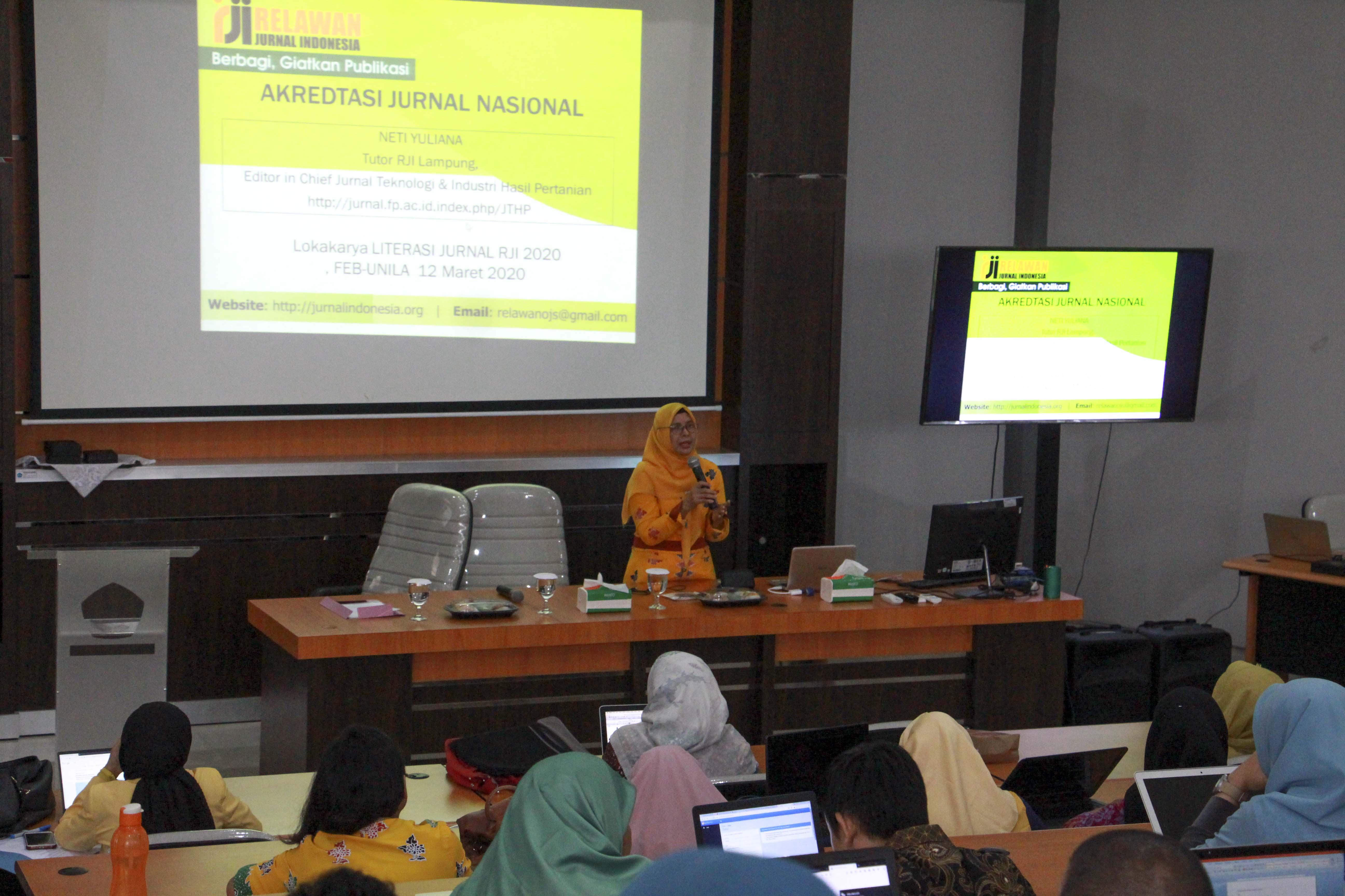 FEB Together with Indonesian Journal Volunteers Hold Journal Literacy Workshop